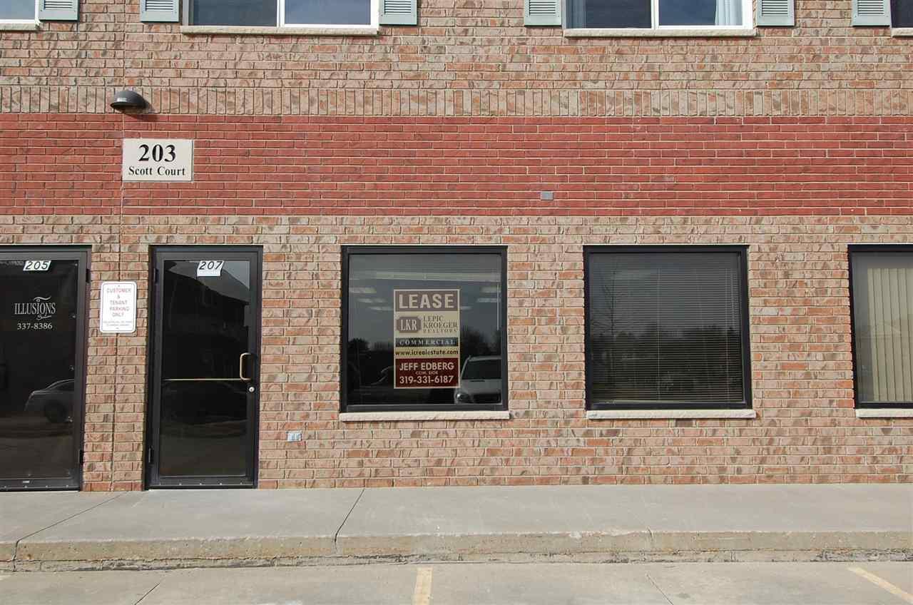 207 Scott Ct, Iowa City, IA 52245