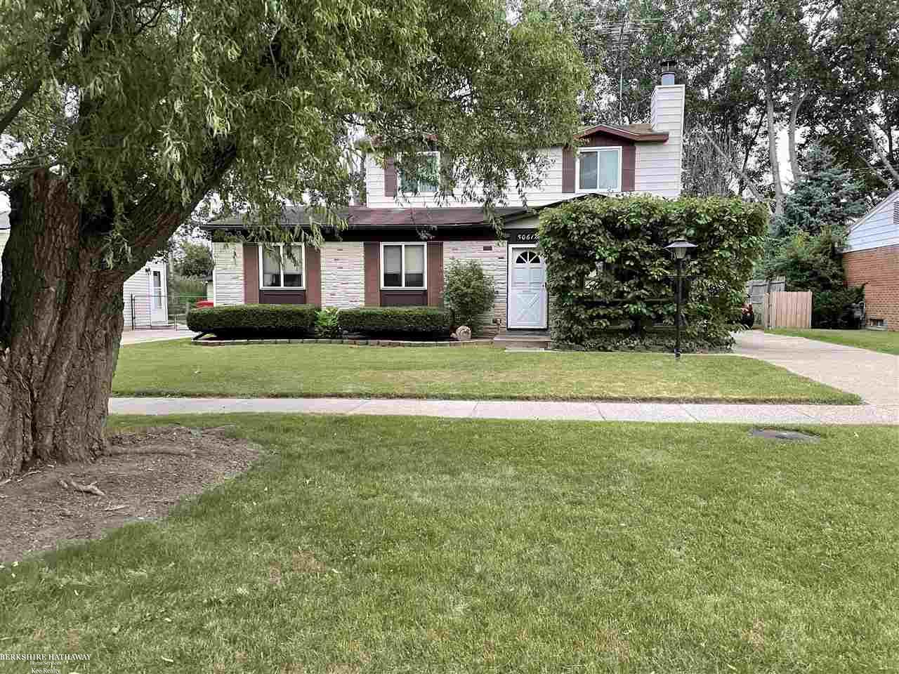 3 Bedroom split level.  Master bedroom on the first level.  Spacious floor plan with open concept.  2nd level has 2 bedrooms.  Newer windows on 2nd floor.  Nice patio with gazebo.  Large yard and 2.5 garage.  Vinyl sided.  Nice neighborhood in Anchor Bay School District.