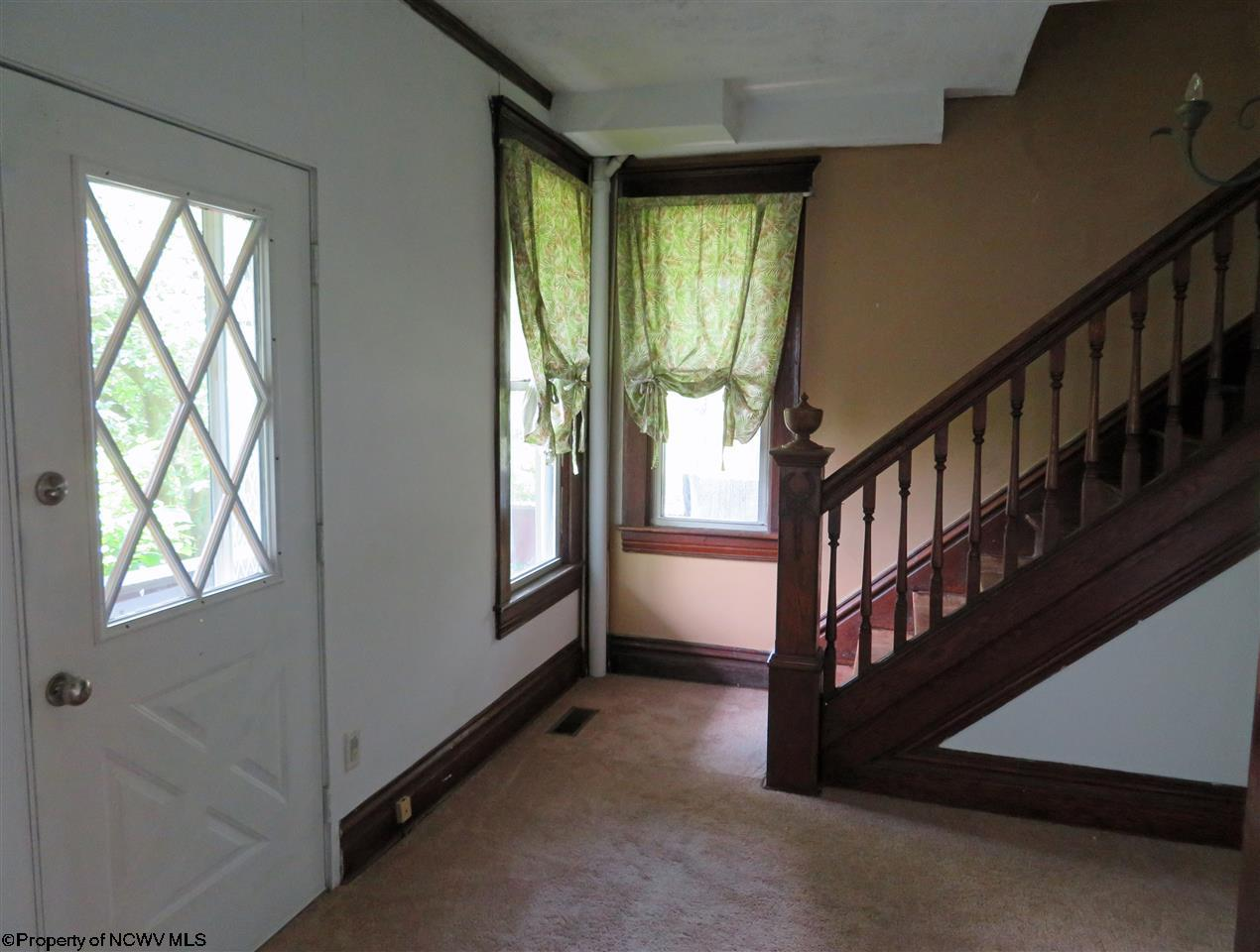 215 HAMPTON ROAD, FAIRMONT, WV 26554  Photo 9