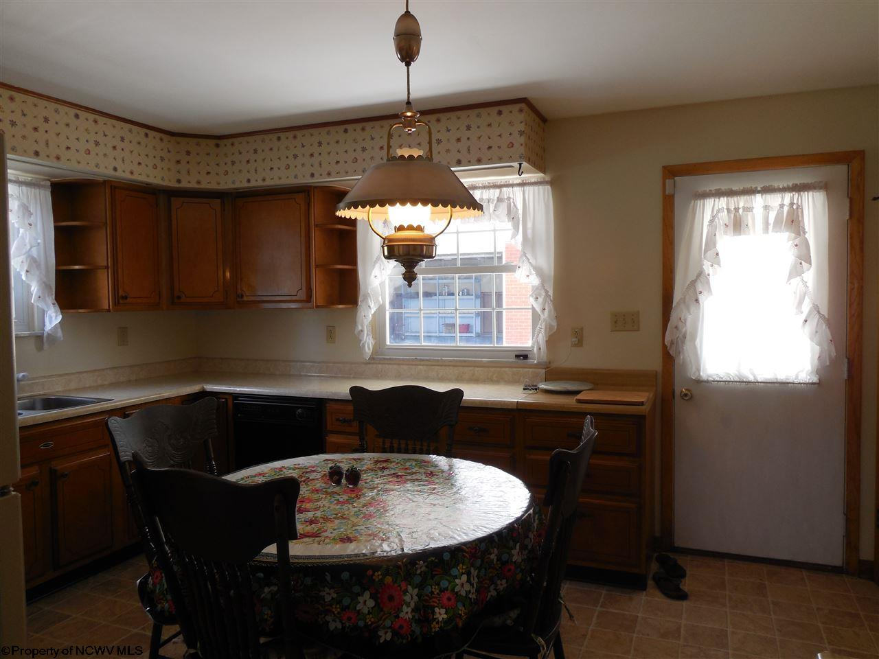 1506 ROSE LANE, FAIRMONT, WV 26554  Photo 5