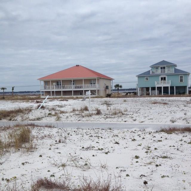 8046 Gulf Blvd, Navarre Beach, FL 32566
