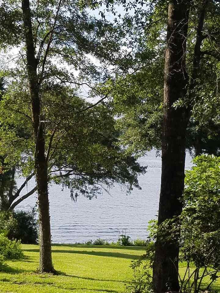 7545 Lakeside Dr, Milton, FL 32583