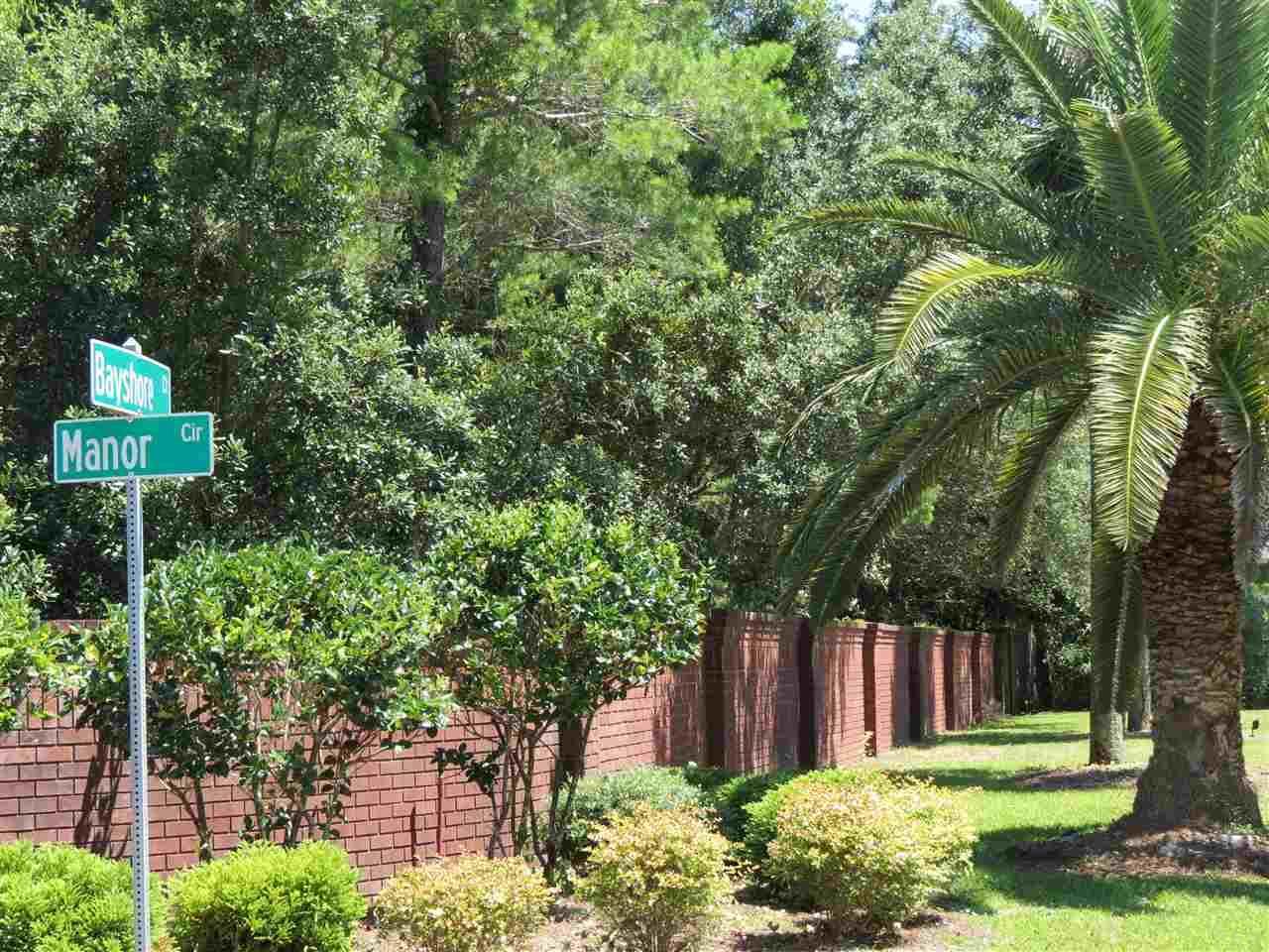 1a Manor Cir, Gulf Breeze, FL 32563