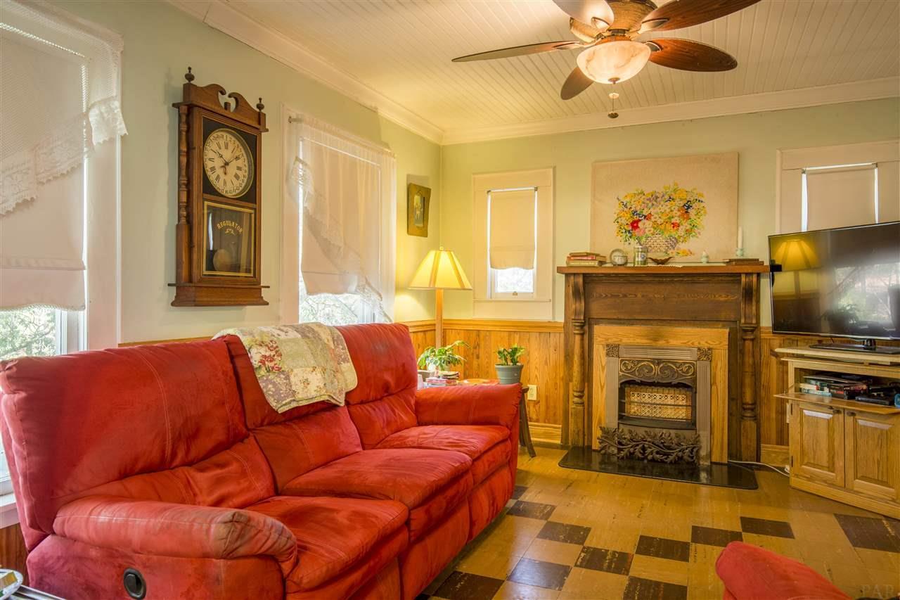 498 Yellow River Ln, Holt, FL 32564