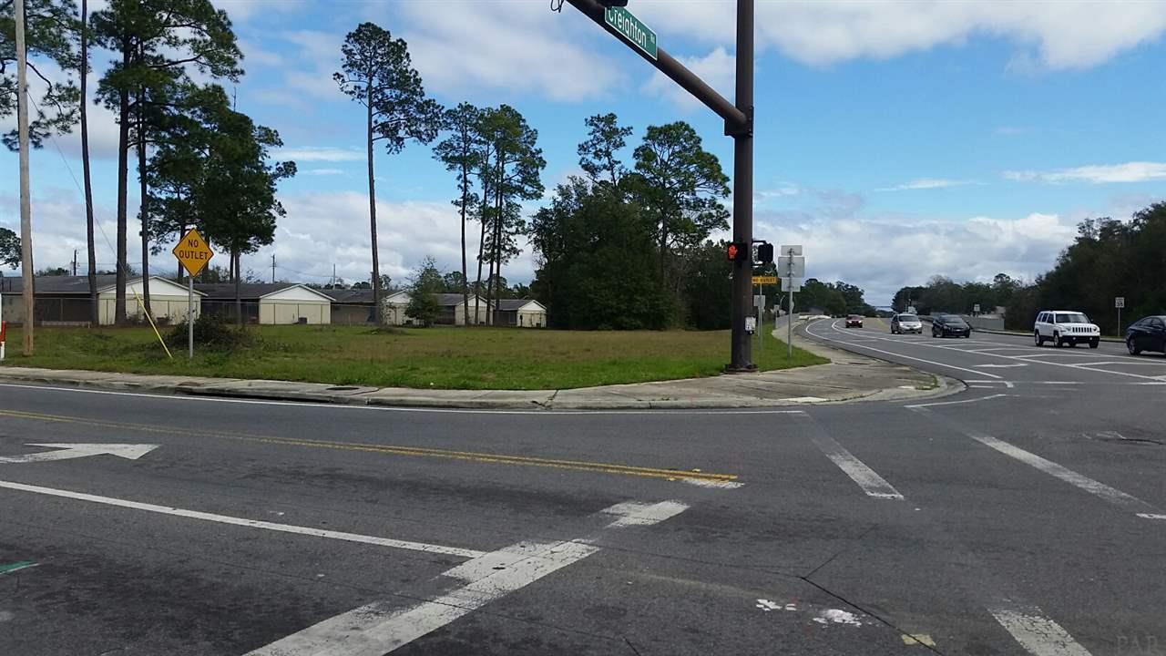 6016 Hilburn Rd, Pensacola, FL 32504