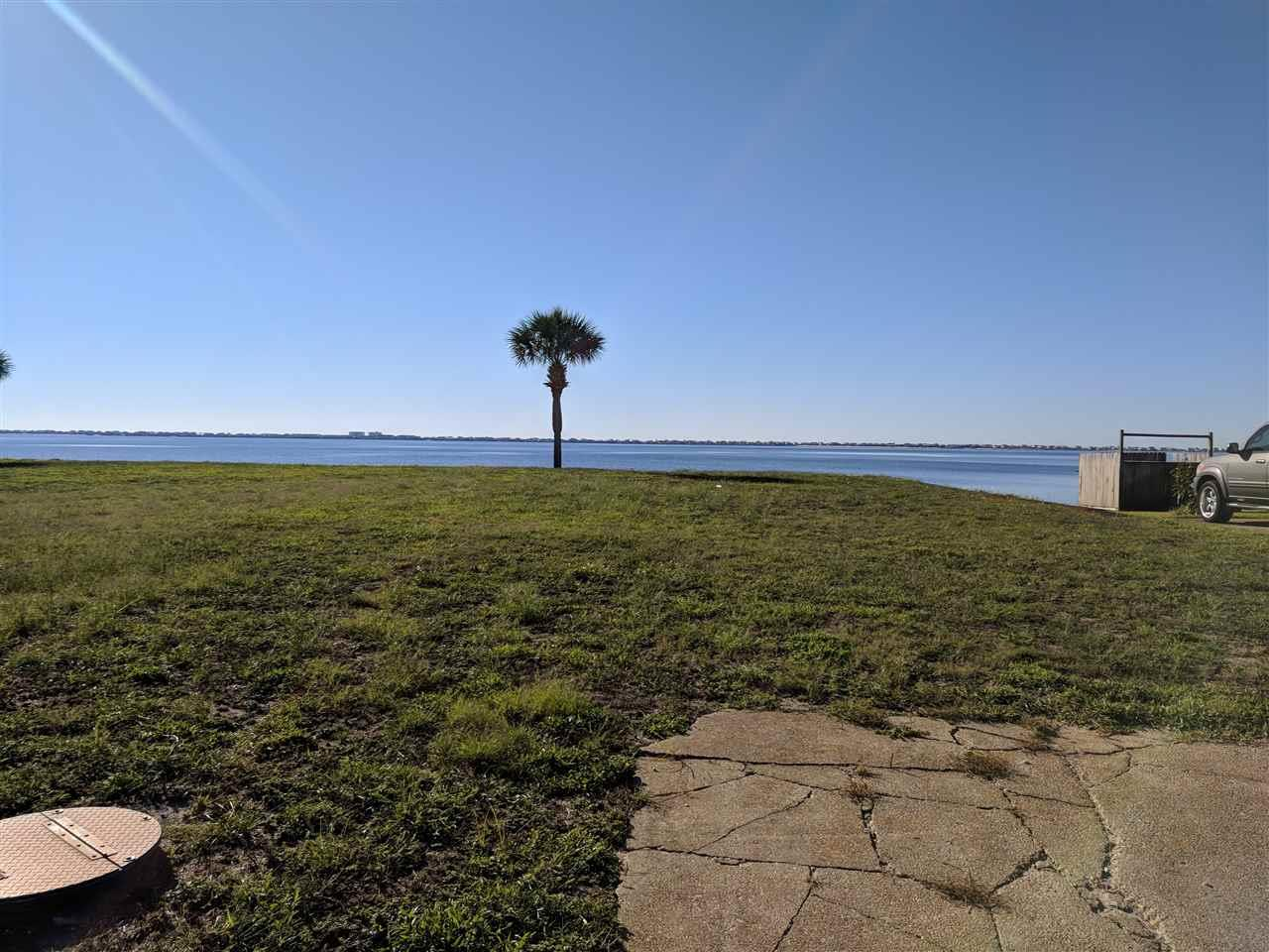 2671 Del Mar Dr, Gulf Breeze, FL 32563