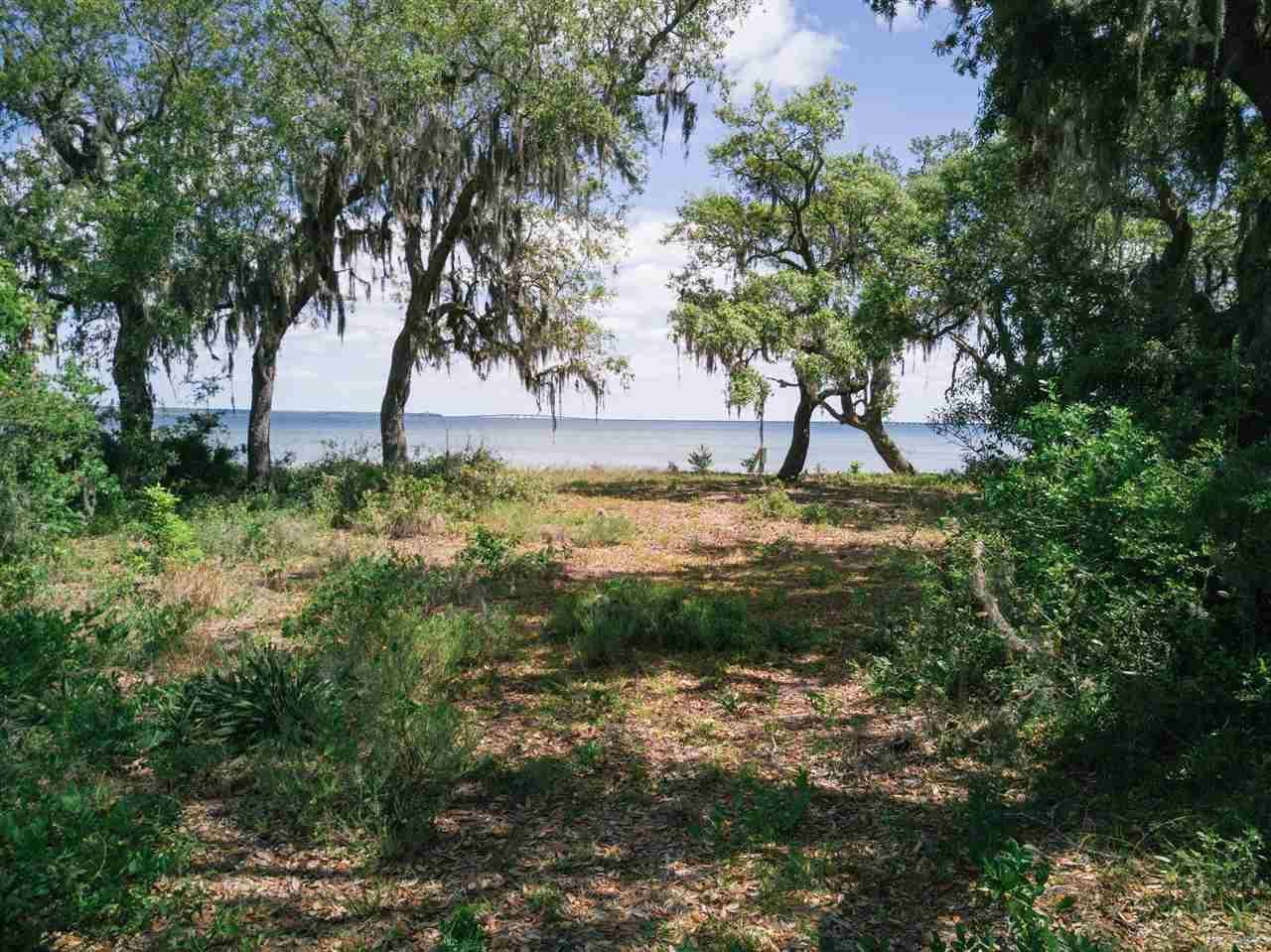 735 Peakes Point Dr, Gulf Breeze, FL 32561