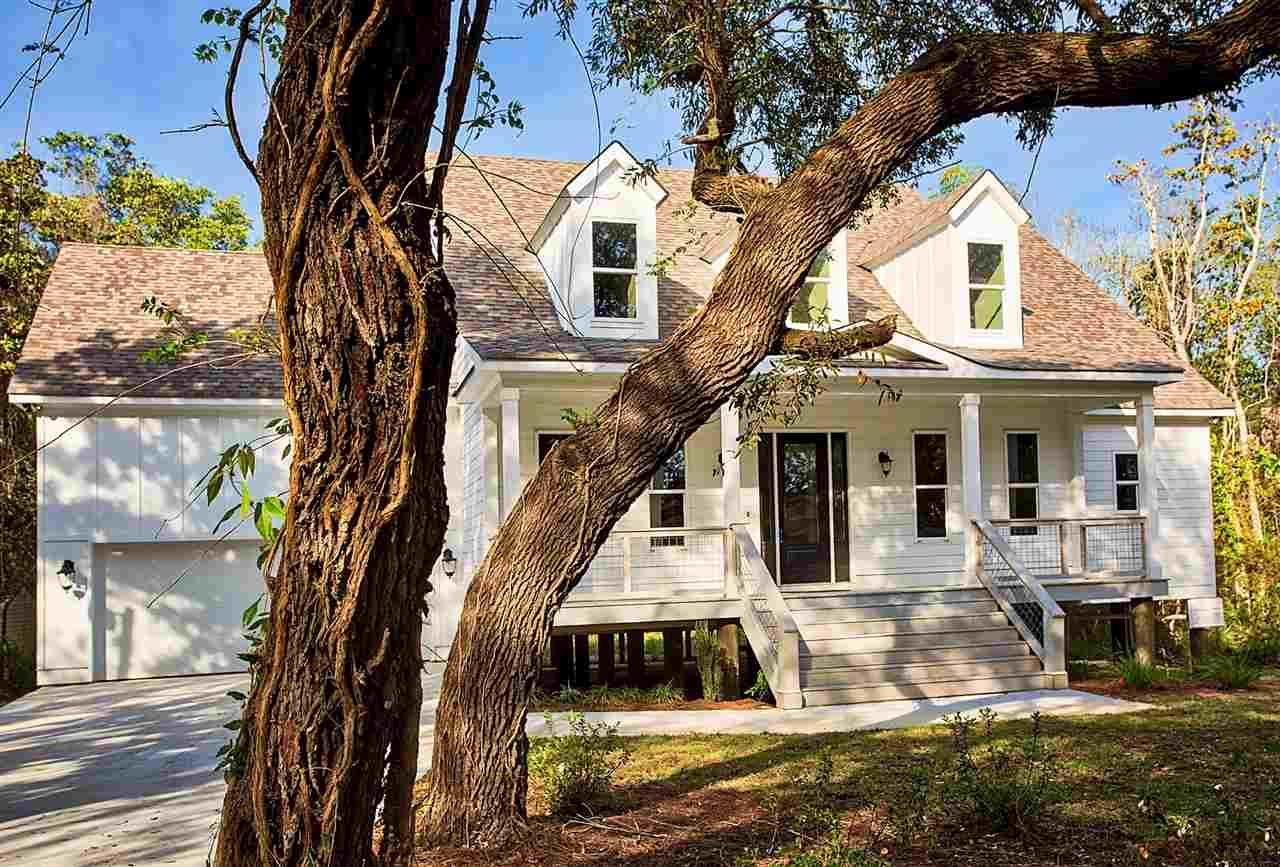 2008 Plantation Oaks Dr, Navarre, FL 32566