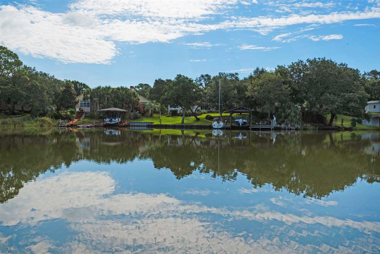 6 Highpoint Dr, Gulf Breeze, FL 32561