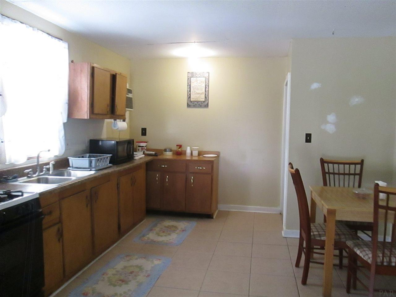 605 Washington St, Cantonment, FL 32533
