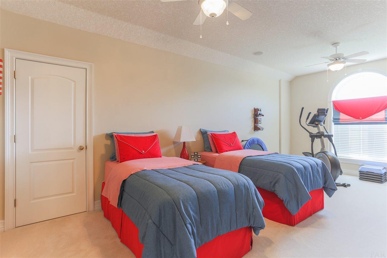 3140 Cobblestone Dr, Pace, FL 32571