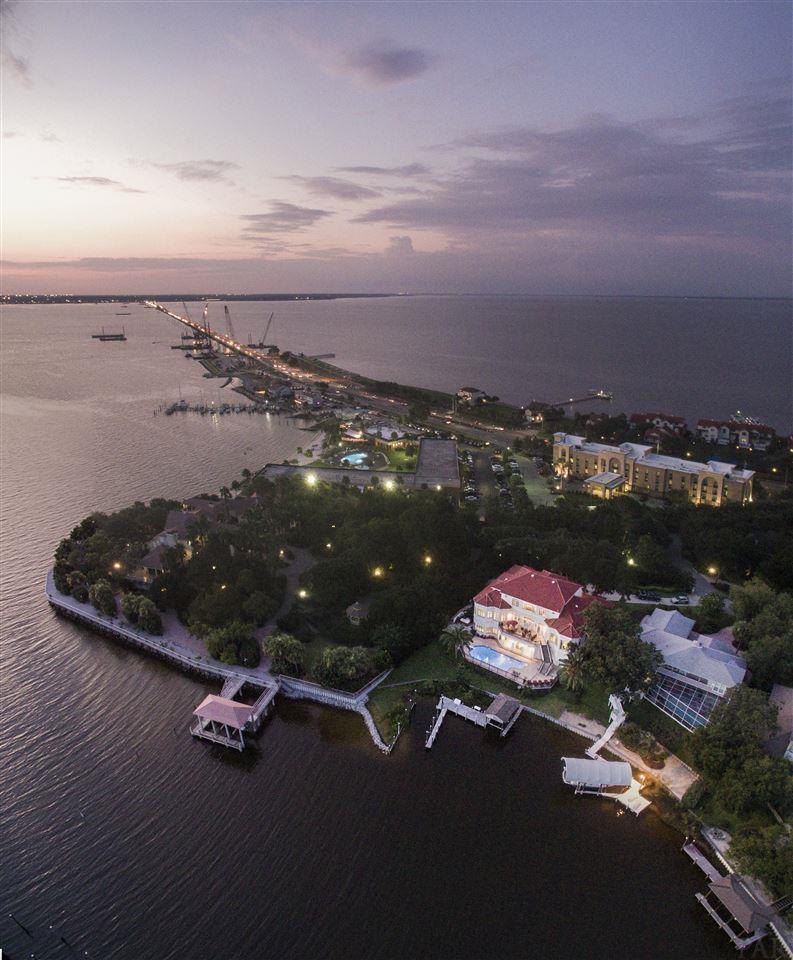 91 Chanteclaire Cir, Gulf Breeze, FL 32561