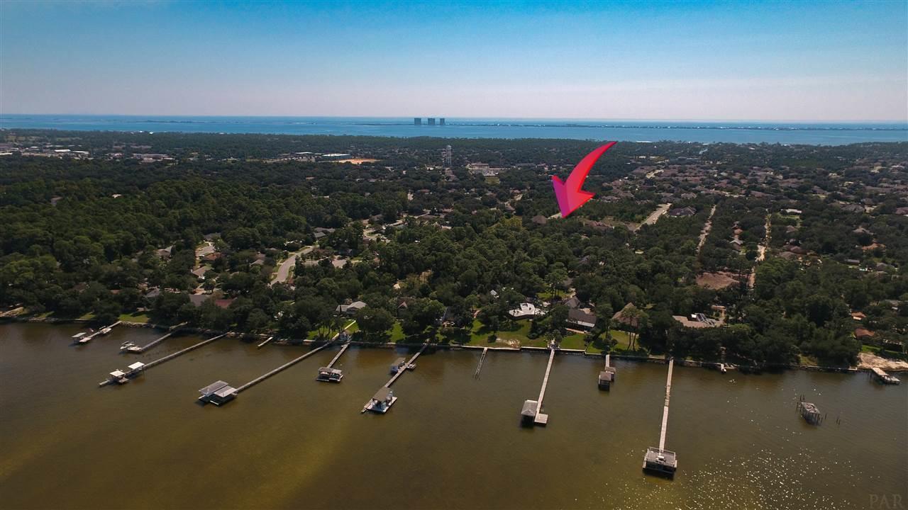 13a Manor Cir, Gulf Breeze, FL 32563