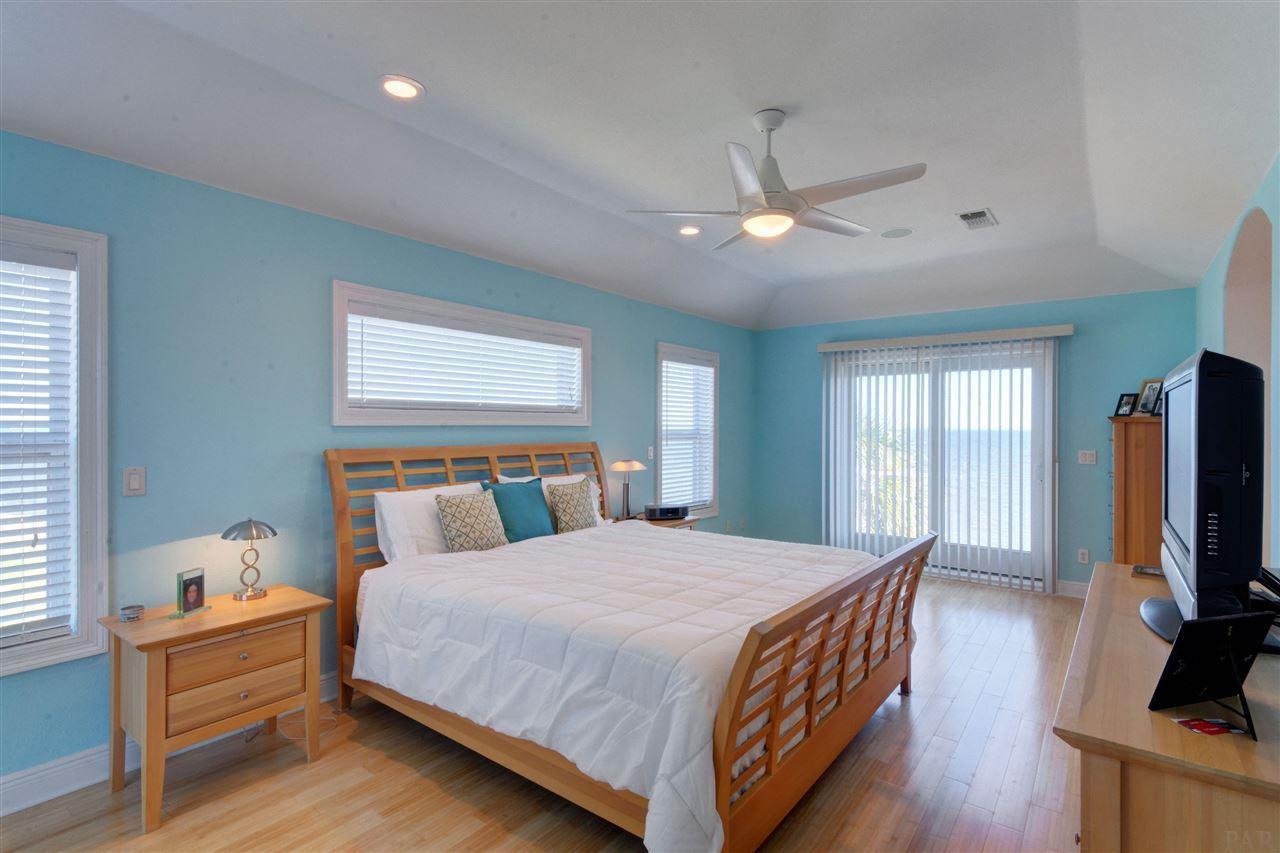 20 Baybridge Dr, Gulf Breeze, FL 32561