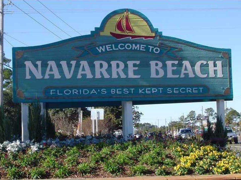 7463 Soundshore Dr, Navarre, FL 32566