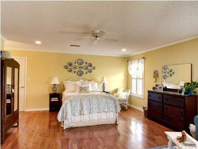 1431 Glenmore Dr, Cantonment, FL 32533