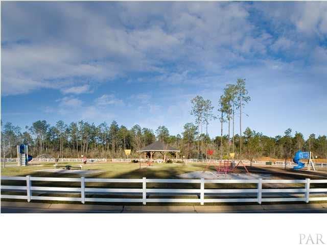 2405 Bentley Oaks Dr, Cantonment, FL 32533