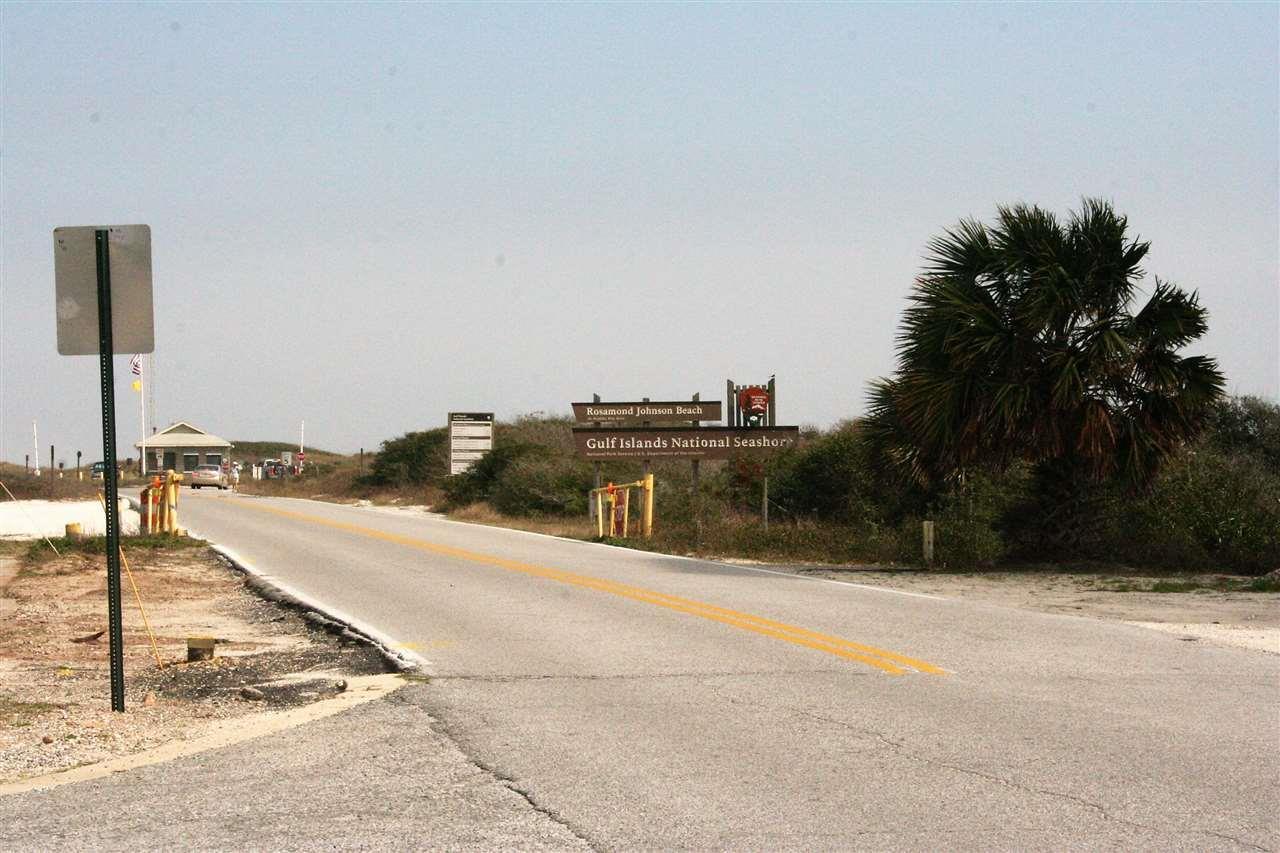 7221 Surfview Dr, Pensacola, FL 32507