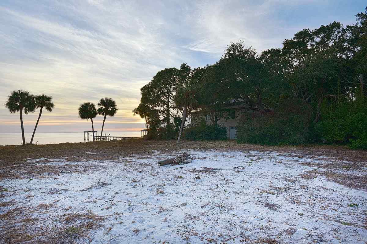 127 Eufaula St, Gulf Breeze, FL 32561