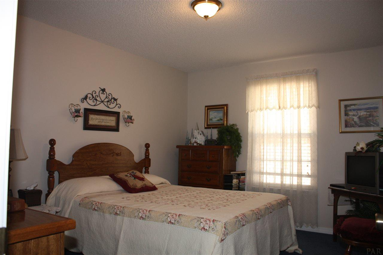 4665 Hay Barn Rd, Holt, FL 32564