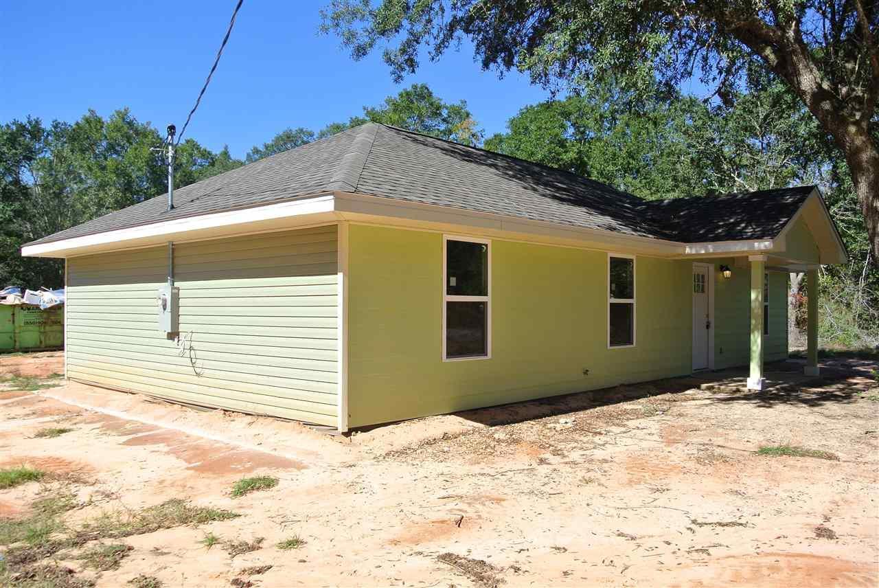 5425 Bluebird St, Milton, FL 32583