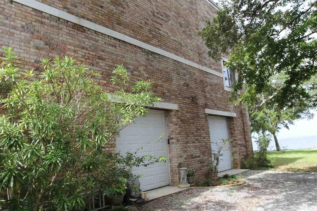 617 S Garcon Point Rd, Milton, FL 32583