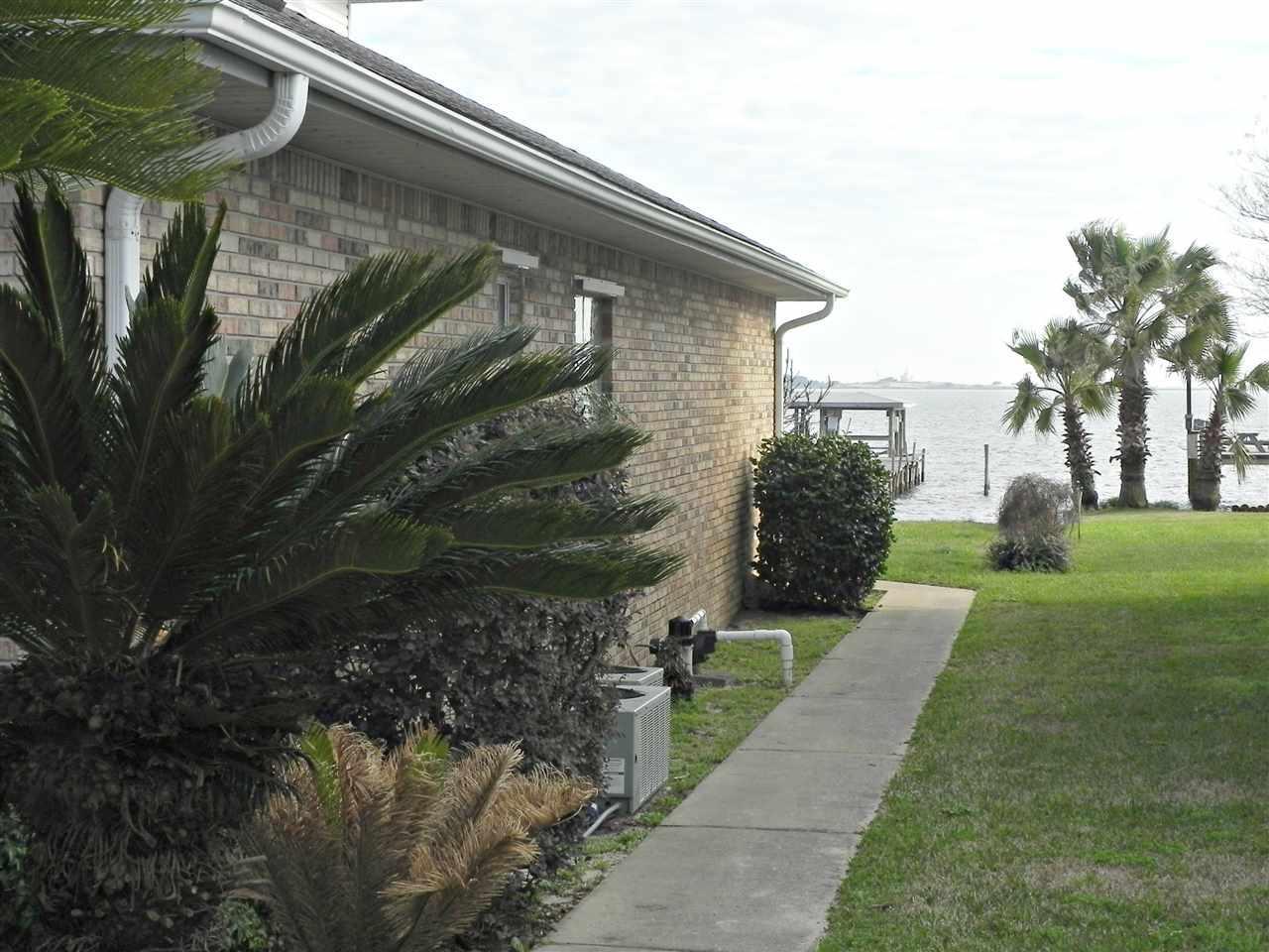 8909 Schooner Ct, Navarre, FL 32566