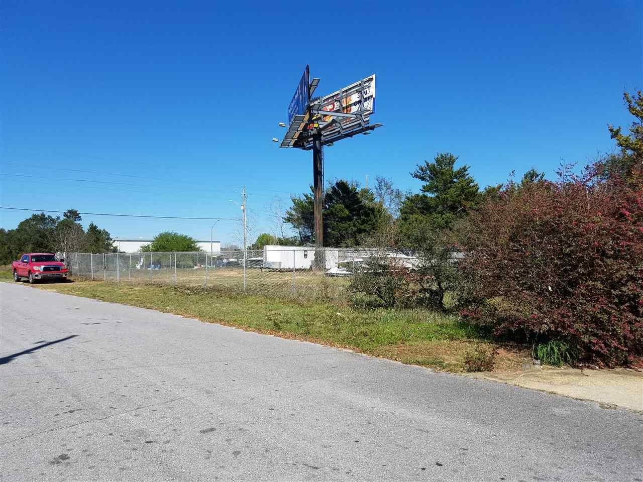 000 Wind Trace Rd, Navarre, FL 32566