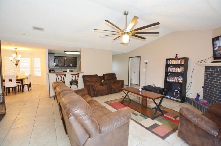 1772 Village Pkwy, Gulf Breeze, FL 32563