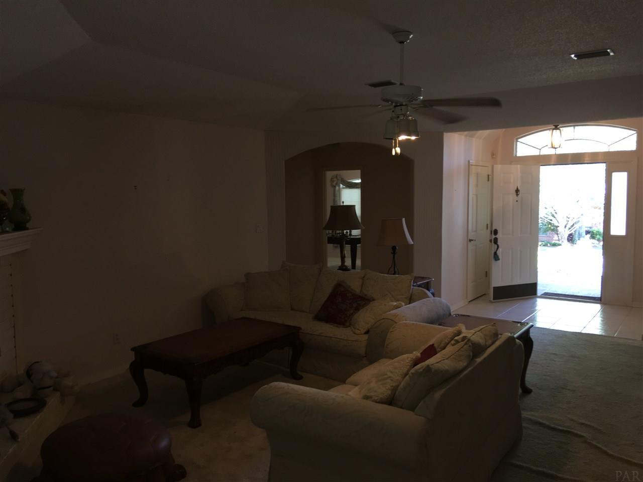 5073 Pine Hollow Dr, Pensacola, FL 32505
