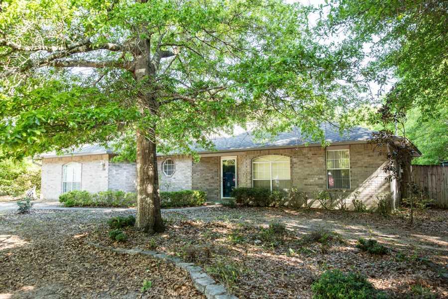 7748 Rustling Pines Dr, Milton, FL 32583