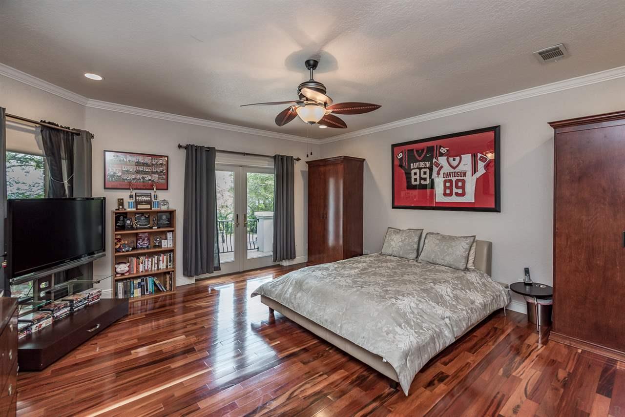 8801 Scenic Hwy, Pensacola, FL 32514
