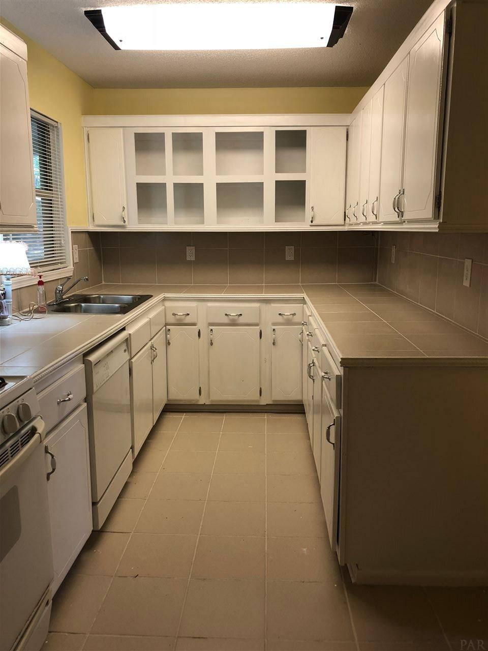 3932 Wilkes St, Pace, FL 32571