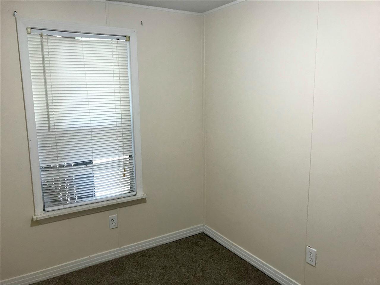 5245 Chestnut Ave, Pace, FL 32571