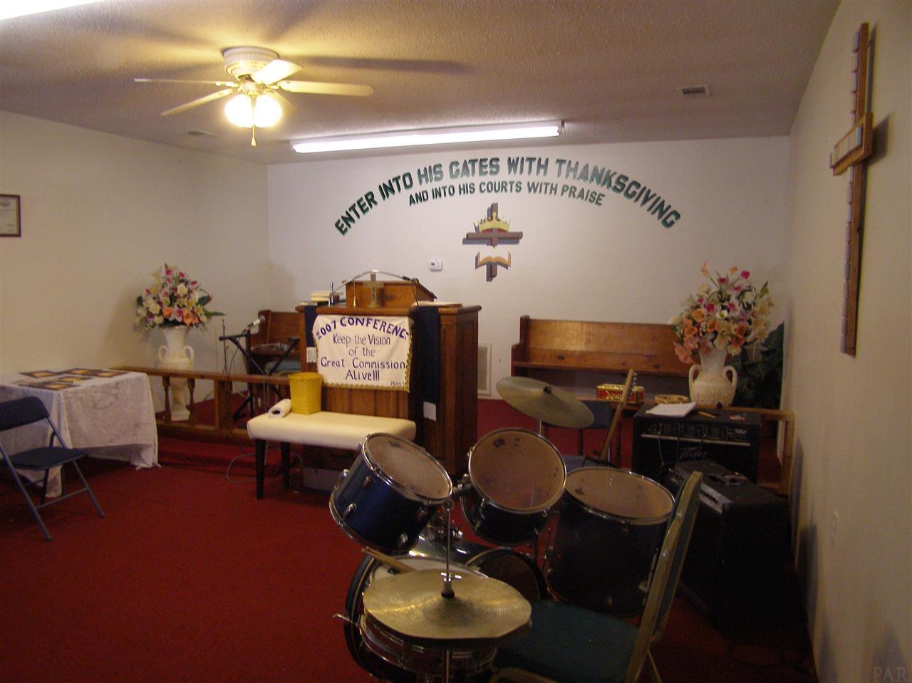 5534 Sun Valley Dr, Pensacola, FL 32505