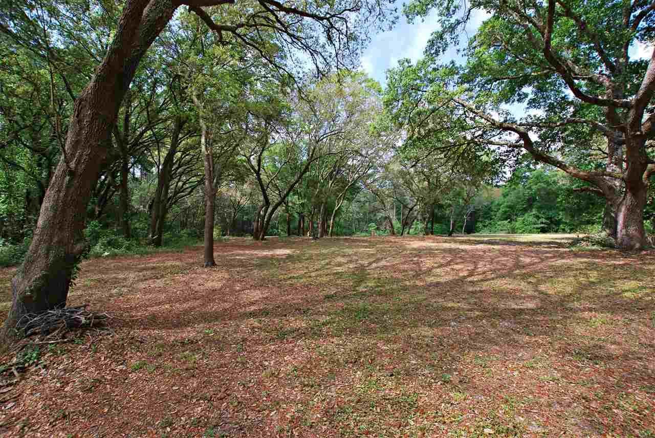 7831 Bay Meadows Dr, Pensacola, FL 32507
