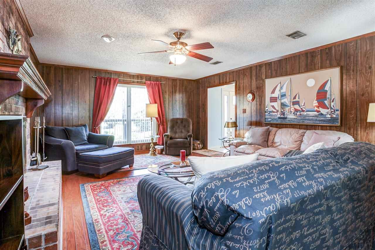 368 Bunker Hill Dr, Pensacola, FL 32506