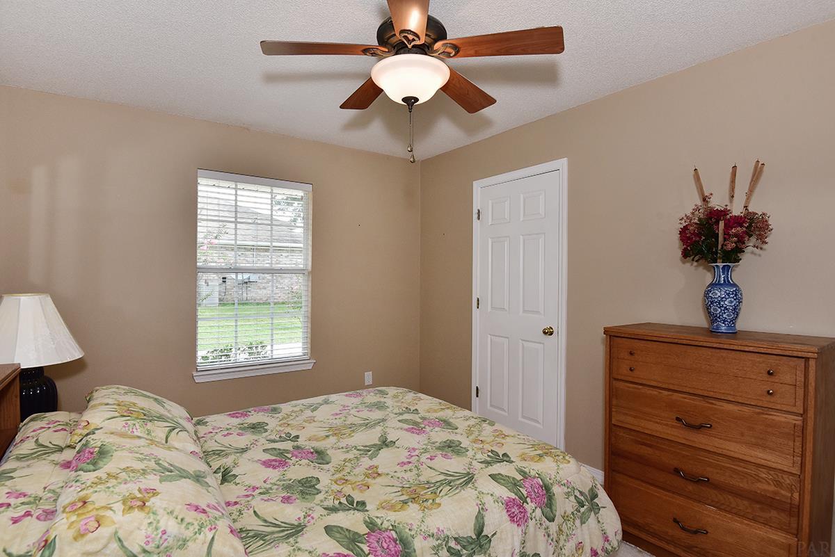 5321 Richardson Rd, Milton, FL 32570