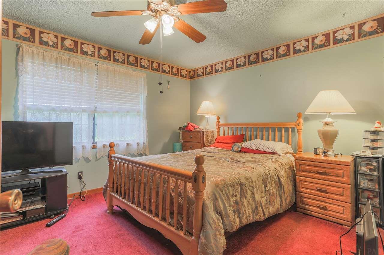 5458 Cynthia St, Milton, FL 32583