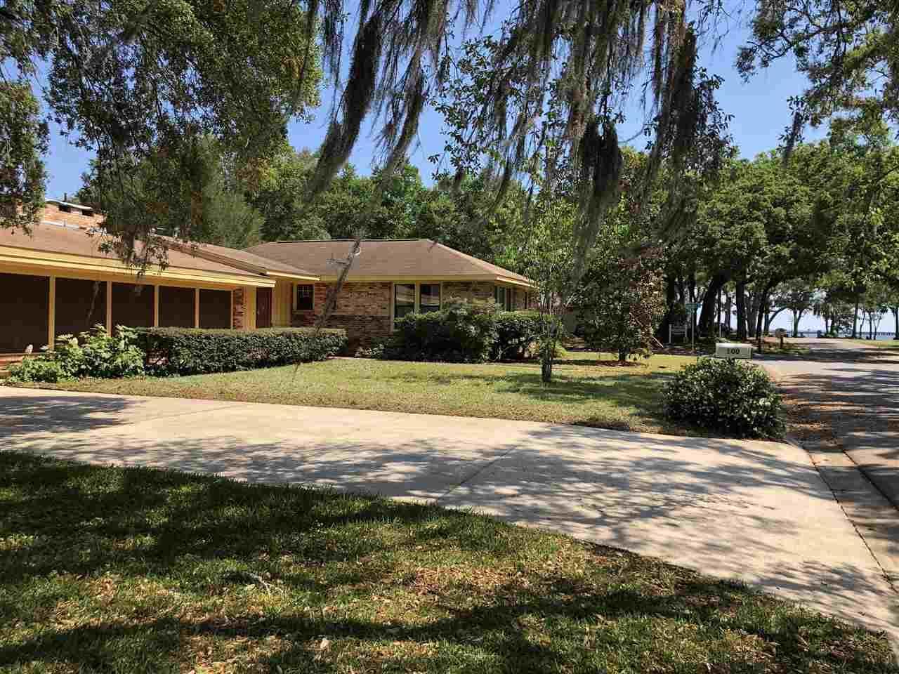 100 Bayou Blvd, Pensacola, FL 32503