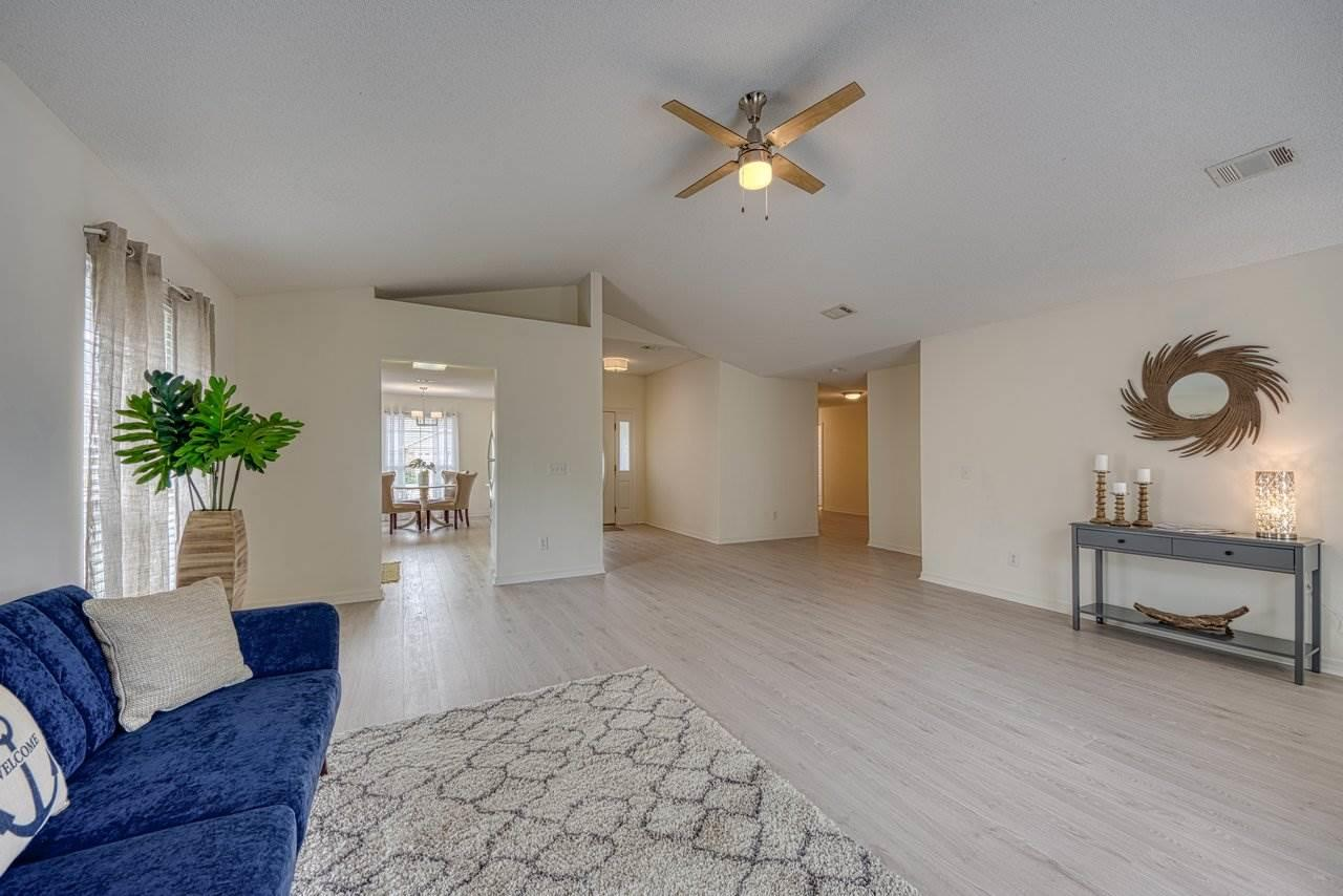 1262 Harrison Ave, Gulf Breeze, FL 32563