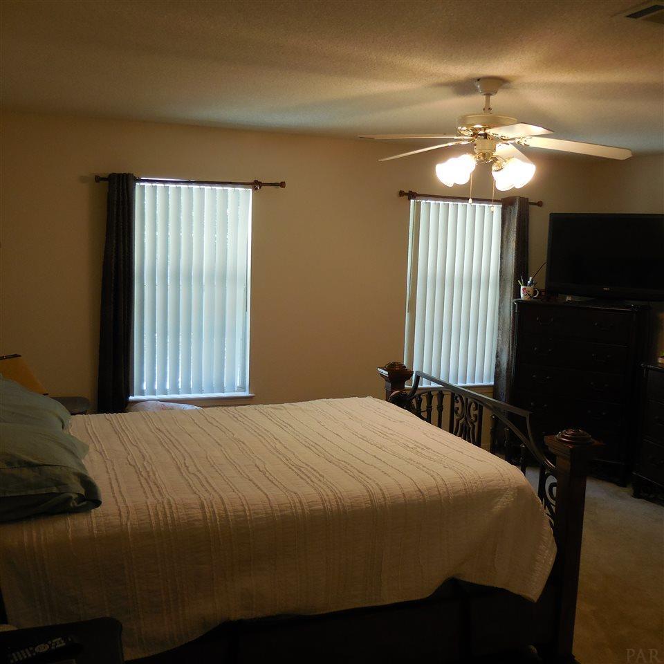 7326 Peterson Ln, Pensacola, FL 32506