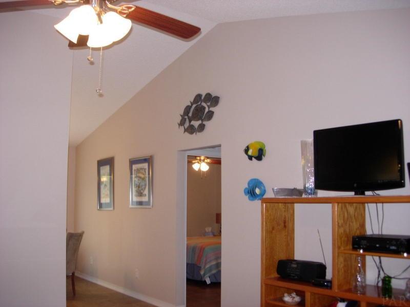 9048 Tara Cir, Milton, FL 32583