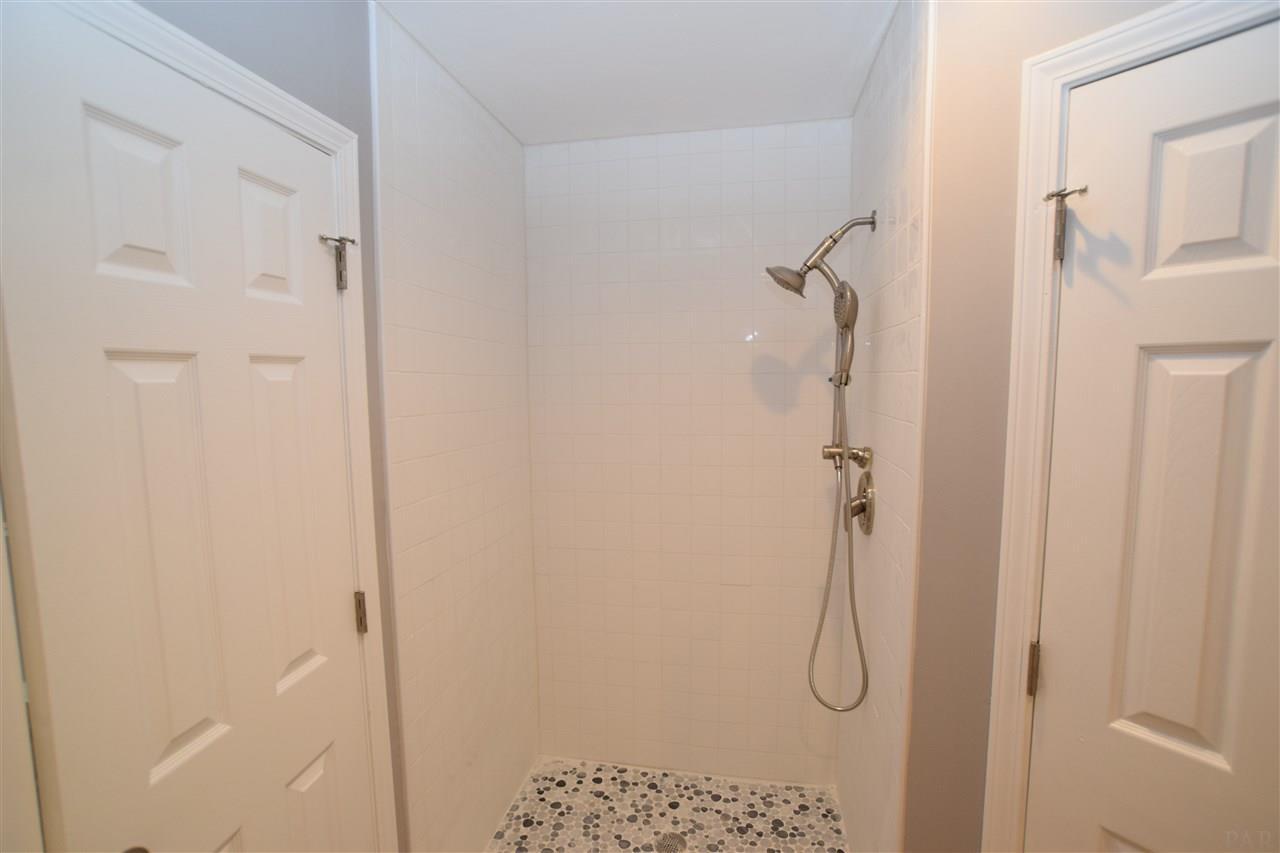 4404 Amberwood Cir, Pace, FL 32571