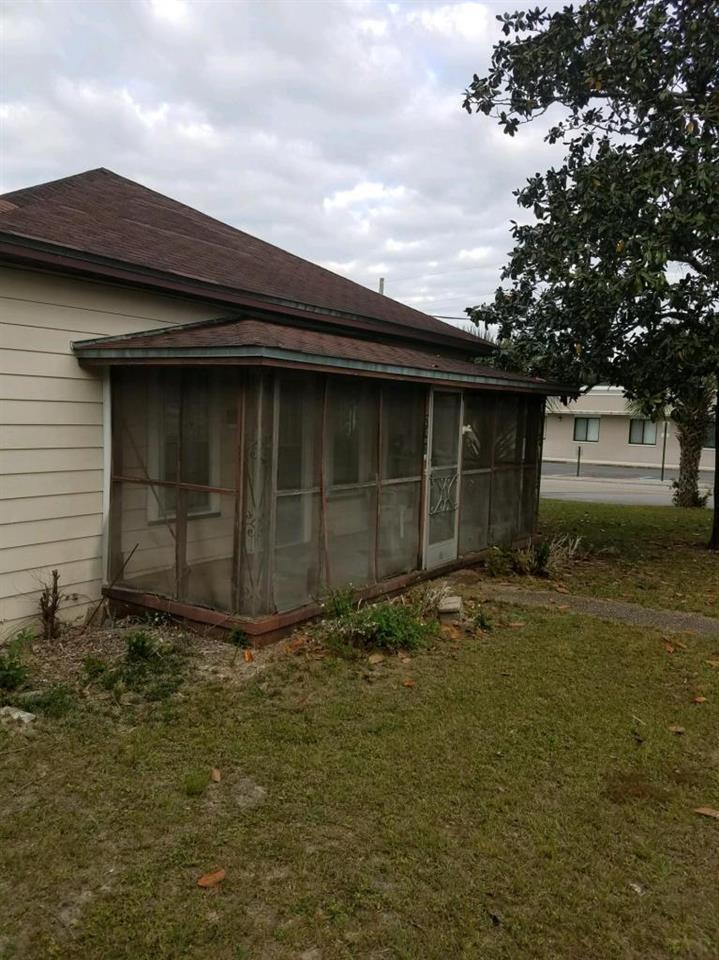 201 E Sloss Ave, Defuniak Springs, FL 32433