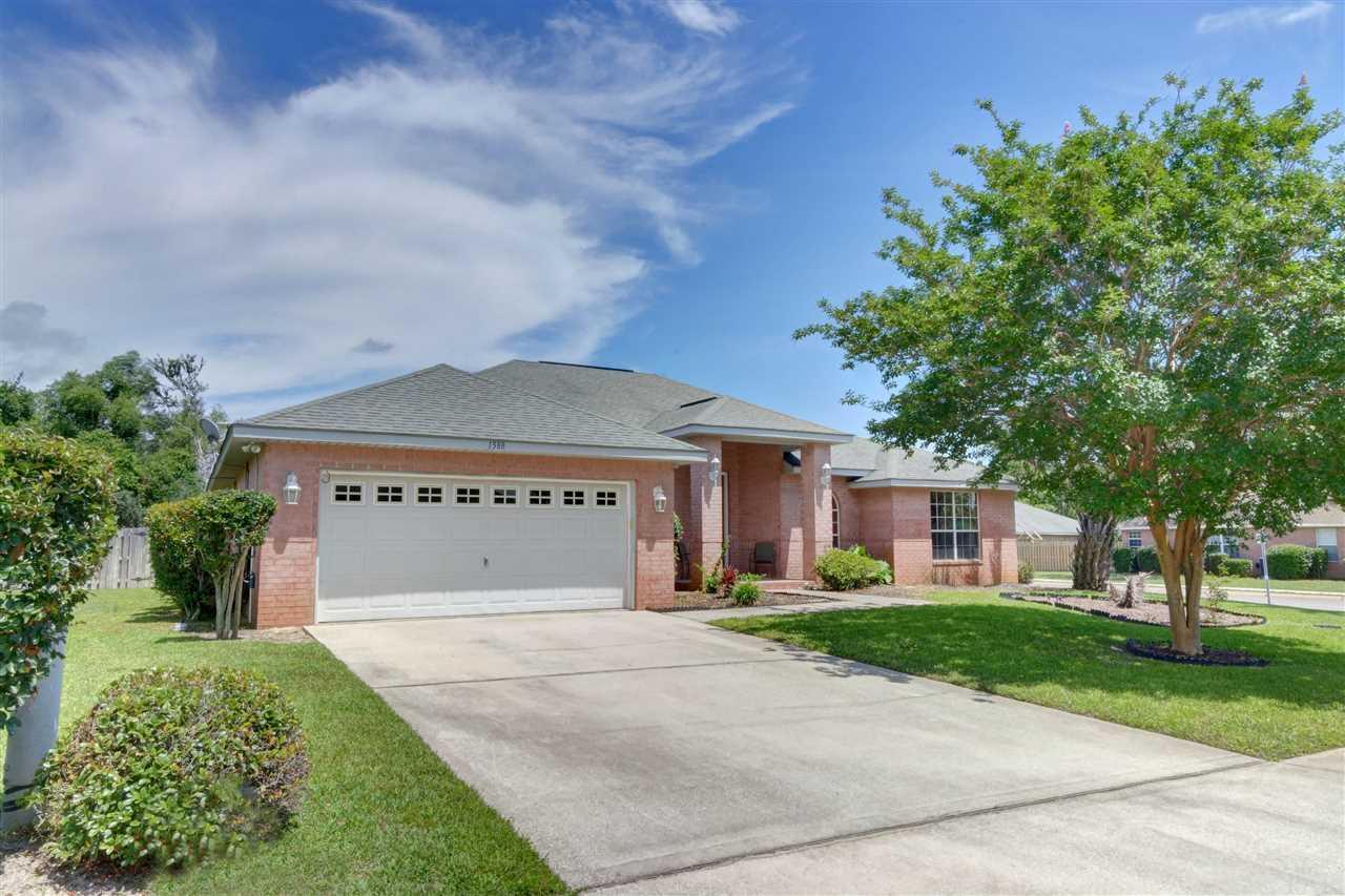 1588 Woodbluff Ct, Gulf Breeze, FL 32563