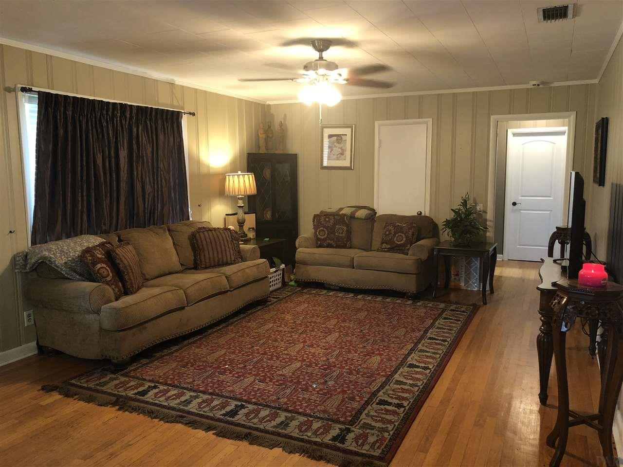 28 Old Bratt Rd, Atmore, AL 36502