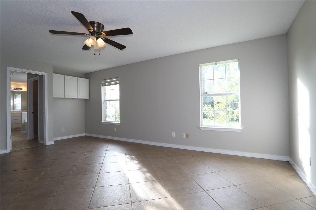 136 Gunwale Rd, Pensacola, FL 32507