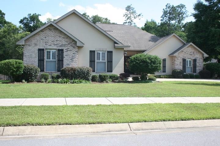 5855 Dahoon Dr, Pensacola, FL 32526