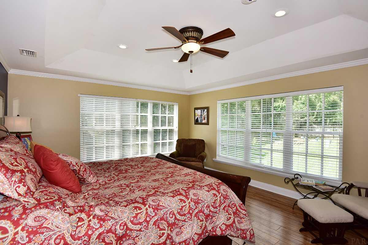5968 Hermitage Dr, Pensacola, FL 32504